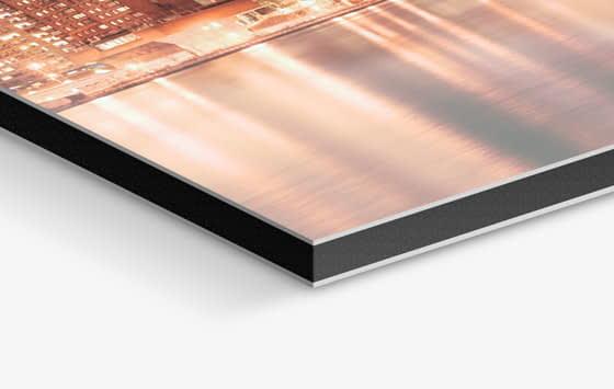 Stampa diretta su alluminio dibond e lamiera per targhe, allestimenti, arredamento a fineart a Torino
