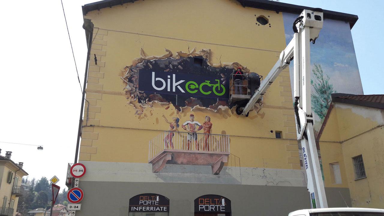 Installazione insegna su trompe l'oeil preesistente per Bikeco a Torino.